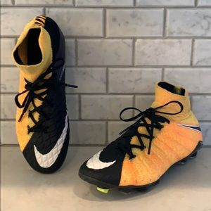 NIKE HYPERVENOM Flyknit Soccer Shoes Boys 5 youth